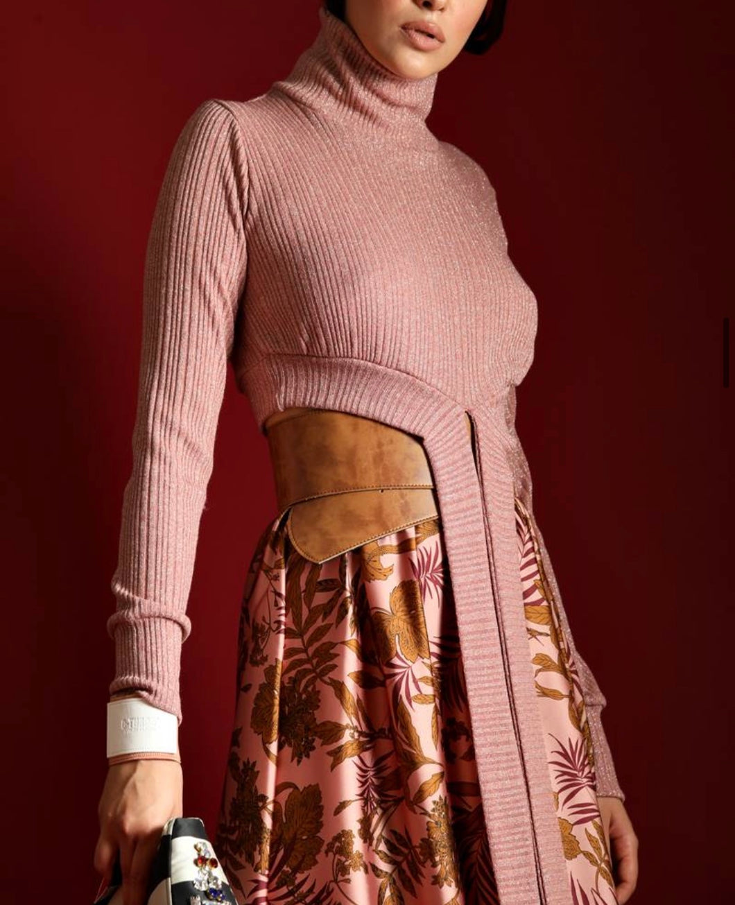 TURTLENECK LUREX WITH LONG-HANGING EDGES