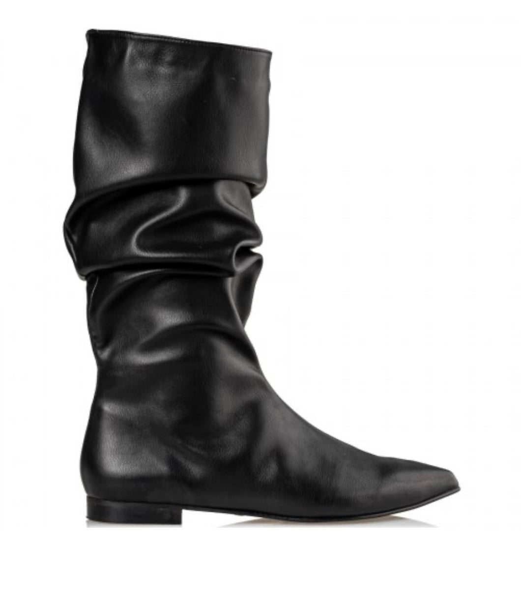 FLAT BOOT UNDER THE KNEE BLACK by MAIRIBOO