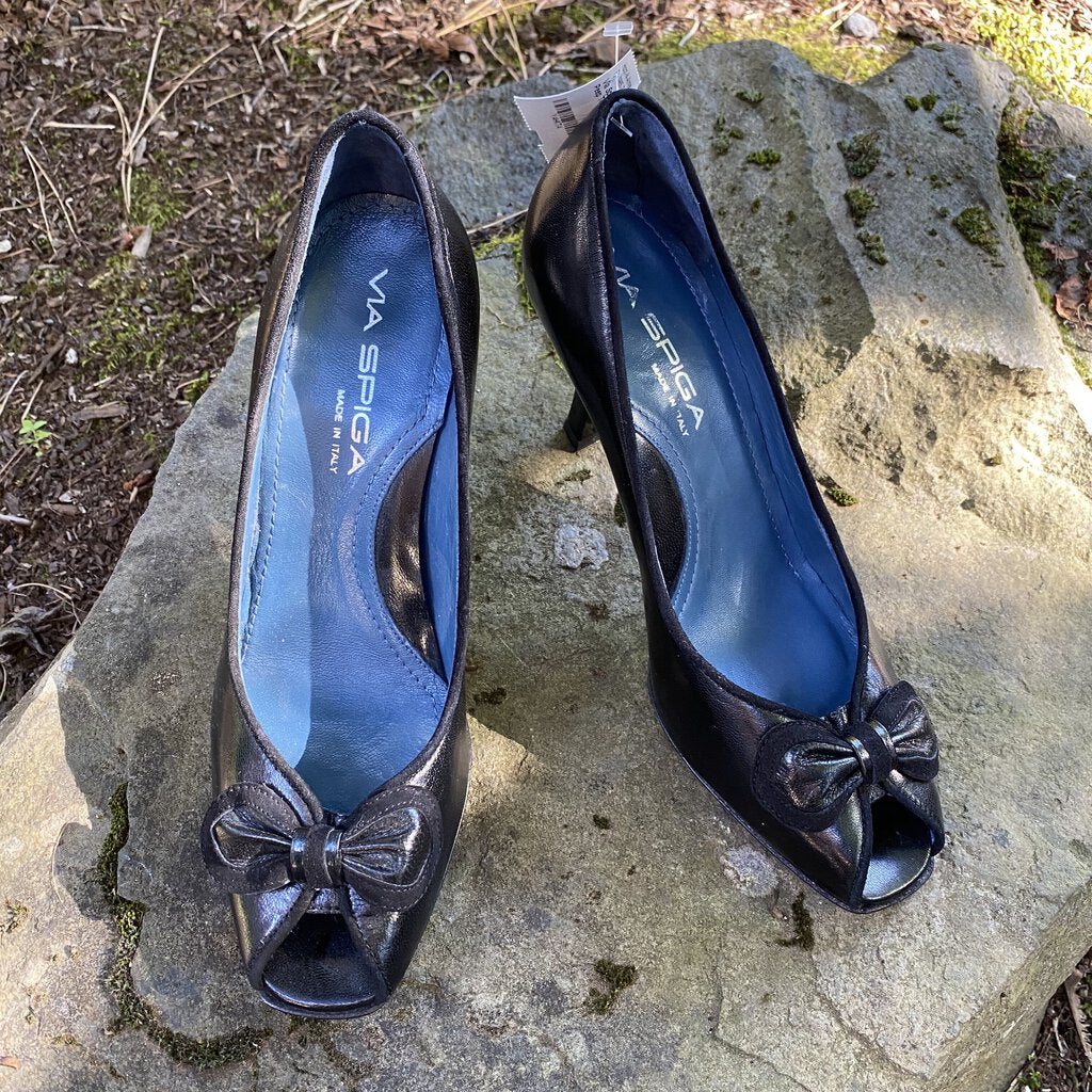 Size 6.5: Black Bow Peep Toe Heels