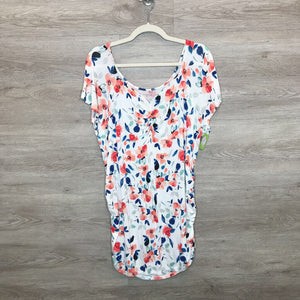 XL: Soft Floral V-Neck Top