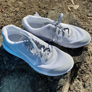 Size 8.5: Like NEW Light Grey Flex Experience Runners