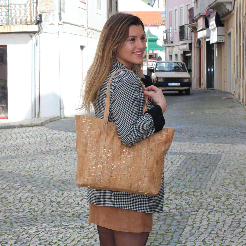 CORK TOTE HANDBAG IN NATURAL VEGAN CORK