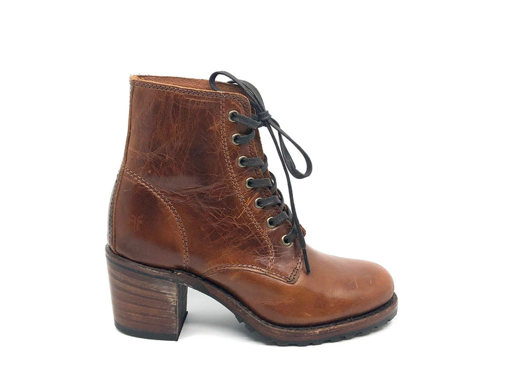 Frye Sabrina 6G Lace Up Cognac