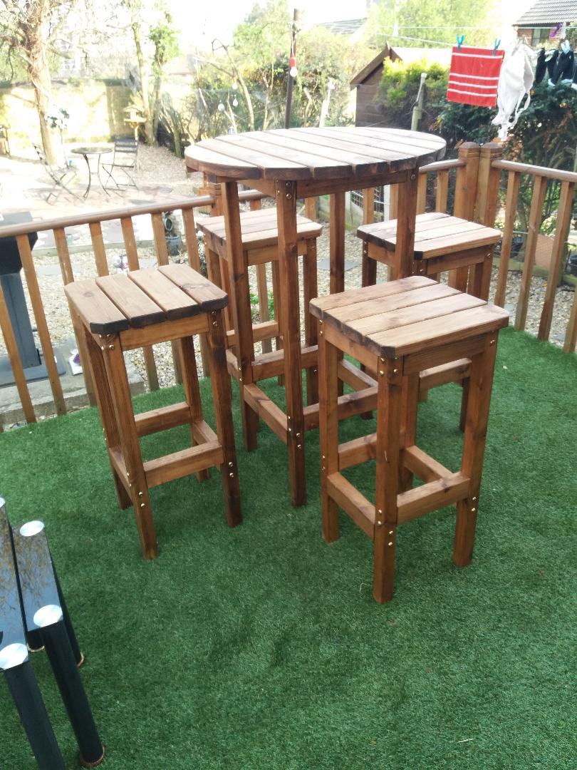 Bar Set 1 x round Table and 4 hi bar stools ( call before ordering )