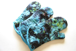 Quilted Oven Mitt with Hand Dyed Batik Fabric, Aurora Borealis Print Cloth Kitchen Linen