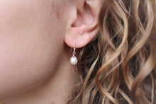 Load image into Gallery viewer, Simple Pearl Drop Earrings