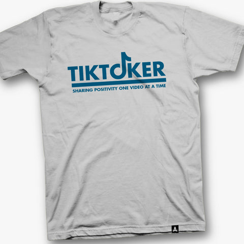 tiktoker graphic tee in white