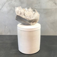 Load image into Gallery viewer, QUARTZ CRYSTAL CLUSTER LID CANDLE