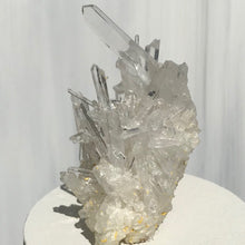 Load image into Gallery viewer, Intricate Quartz Crystal Cluster Lid Candle