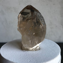 Load image into Gallery viewer, Light Smoky Quartz Lid With Inclusions