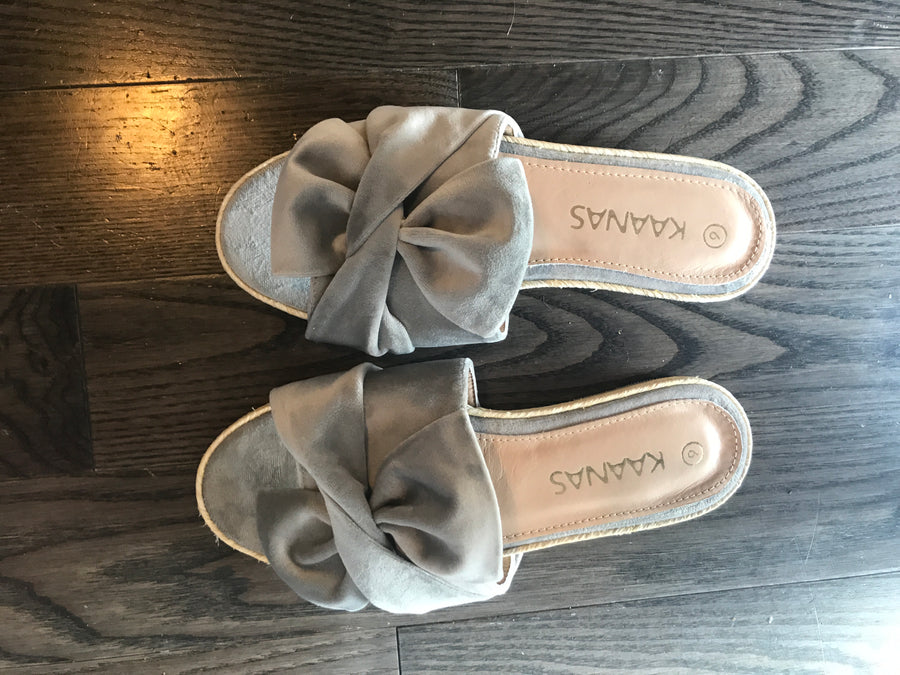 Kaanas Sausalito Velvet Bow Slide in Grey