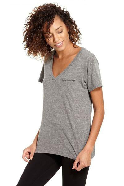 good hYOUman Aiden V-Neck Short Sleeve Top - Love Yourself - Estilo Boutique