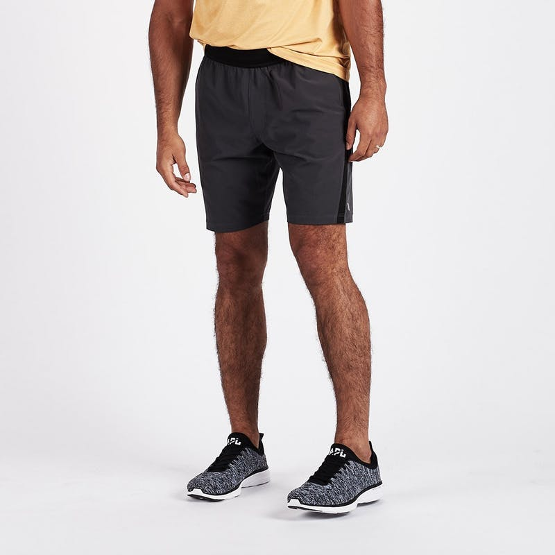 Vuori Agility Short in Charcoal