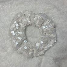 "Load image into Gallery viewer, ""Lazy Daisy"" Handmade Tulle Scrunchie"