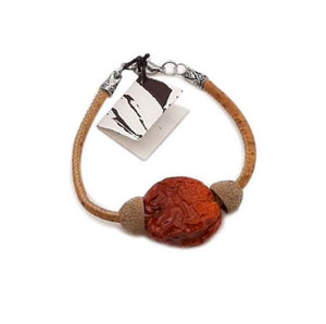 Bracelet with cork and rosehip cord