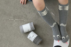 SNAKE KNEE SOCKS BY MINI DRESSING - GREY & BEIGE