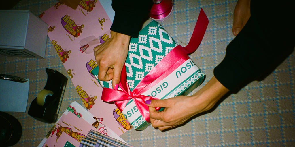 The Gisou Holiday Series Gift Wrapping