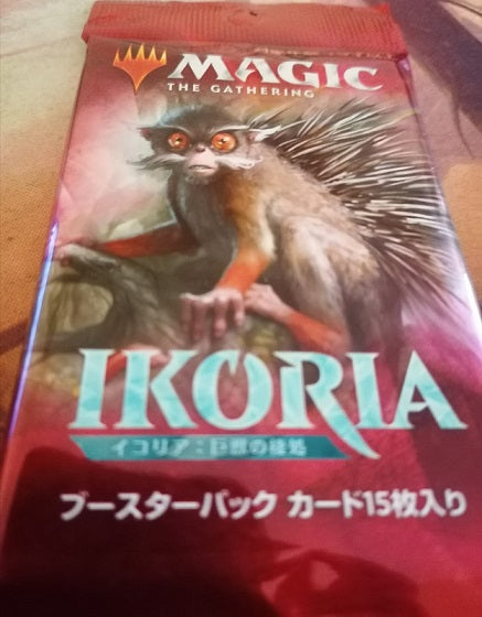 Magic the Gathering: Ikoria Lair of Behemoths booster (Japanese)