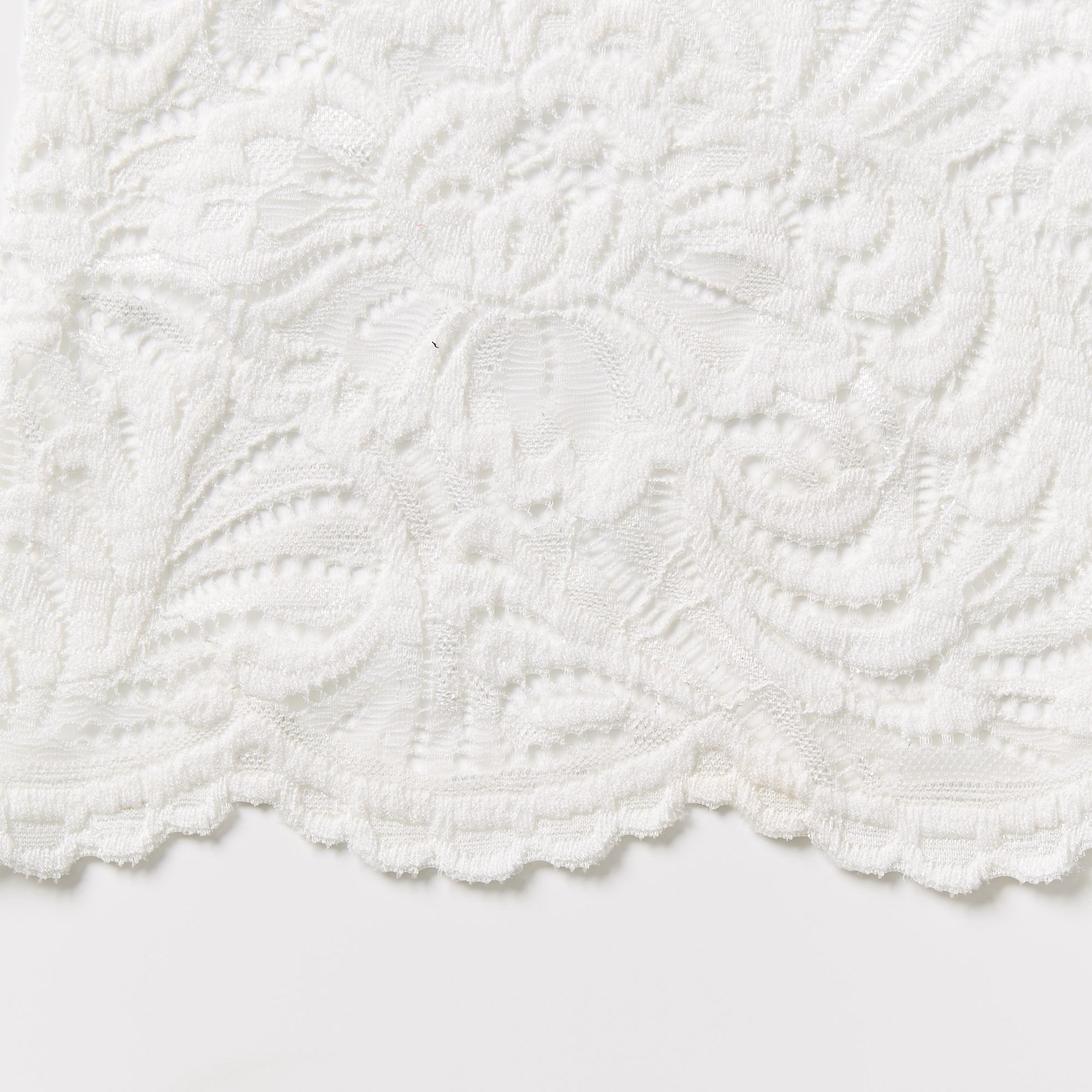 fleur ivory Stretch lace traditional design doubled scalloped