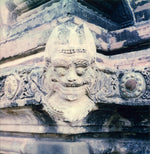 Load image into Gallery viewer, Statue sur un temple de Bagan au Myanmar