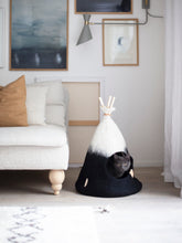 Load image into Gallery viewer, Cat Tipi Black
