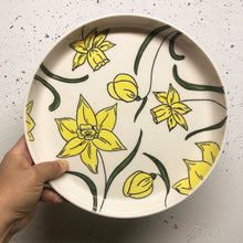 "Load image into Gallery viewer, Plate (medium 9.5"") - Daffodil design on porcelain"