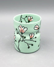 Load image into Gallery viewer, Wine tumbler (5oz) - Magnolia design on green porcelain