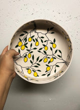 Load image into Gallery viewer, Serving dish (medium) - Lemon design on porcelain