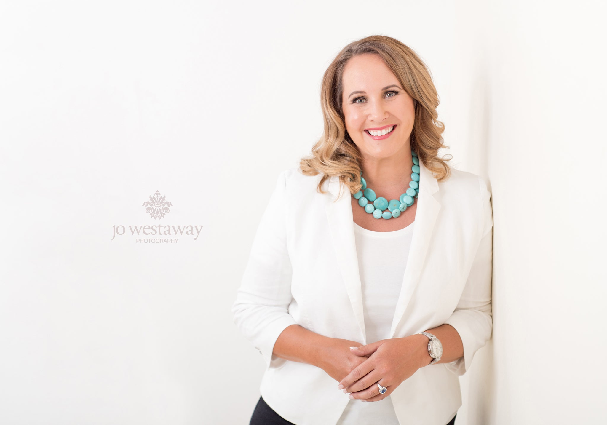 Stunning modern head shots and personal brand photos for businesswomen and entrepreneurs - look confident in photos