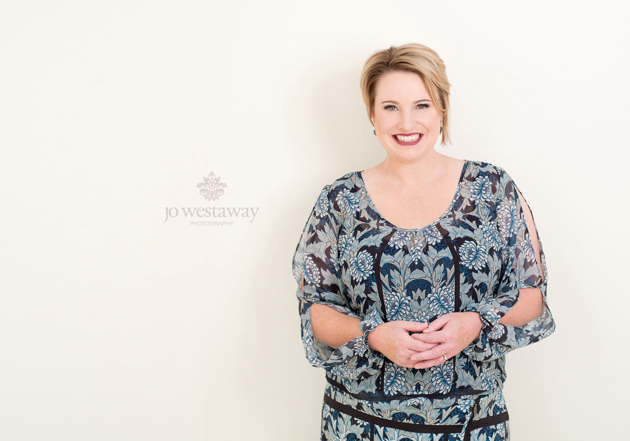 Look confident and professional with modern head shots and personal brand portraits for female business owners, coaches and entrepreneurs
