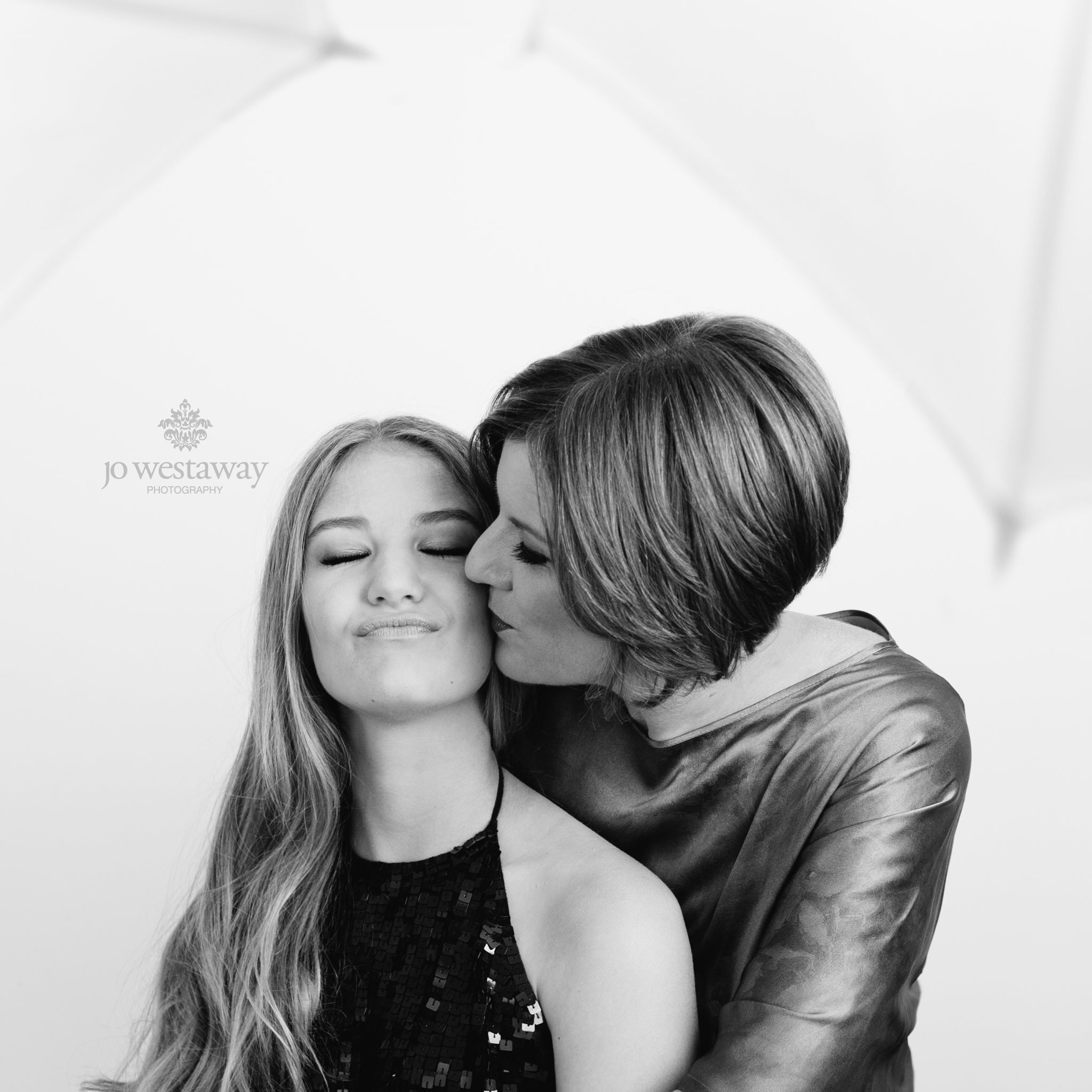 Mother and daughter photos - Brisbane portrait photographer