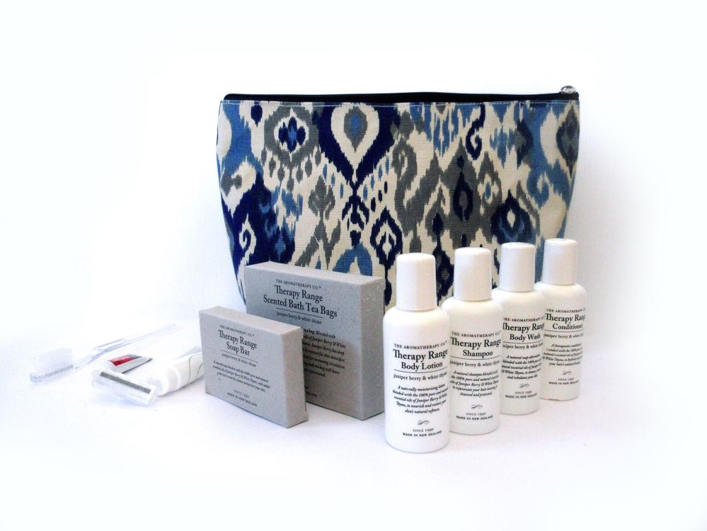 Aromatherapy_travel_set_with_patterned_toiletry_bag_special_good_RHC62D0ZMXT5.jpg