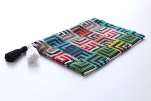 Load image into Gallery viewer, Labyrinth Glass Bead Clutch