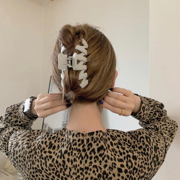 pale design hair clip
