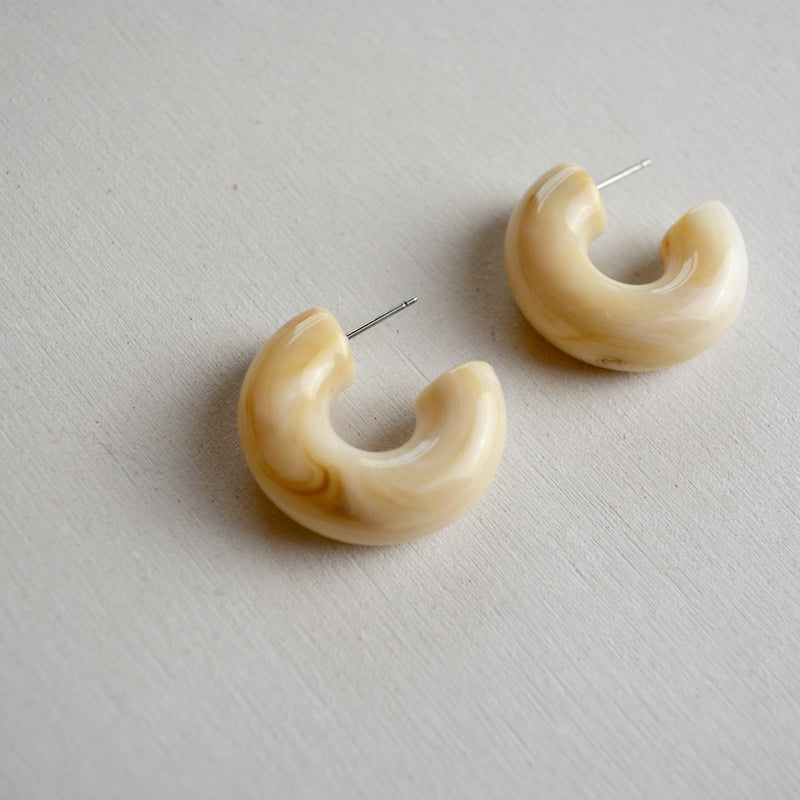 acryl curl pierce - beller