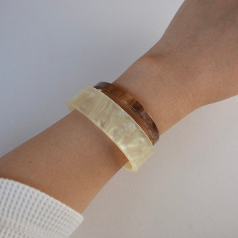 color acryl bangle