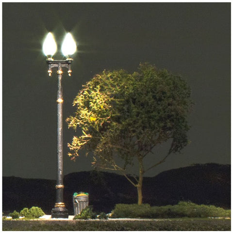 WOODLAND SCENICS HO Double Lamp Post