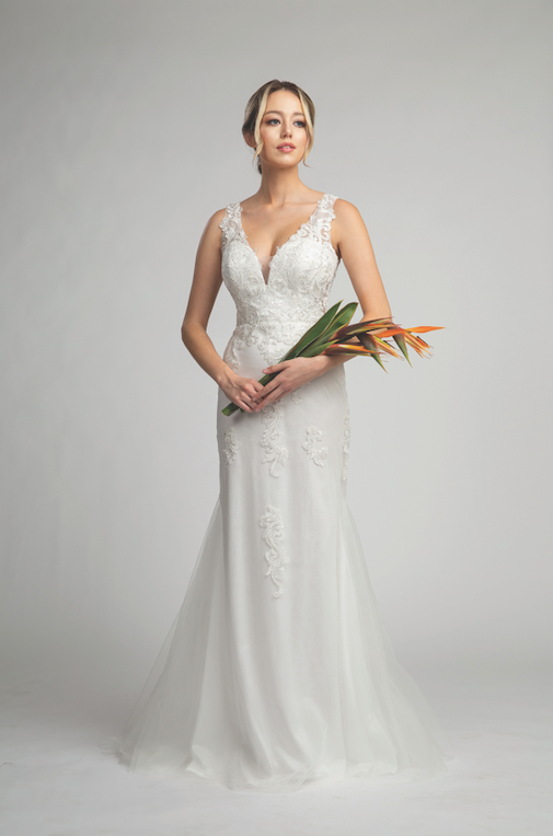 Stunning Wedding Gown with Lace Bodice and Mermaid Style Skirt #FA053143