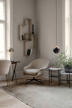 Last inn bildet i Galleri-visningsprogrammet, Gubi Bat Dining Chair - Conic Base Brass/Black
