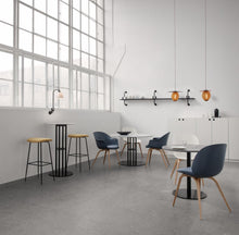 Last inn bildet i Galleri-visningsprogrammet, Gubi Bat Dining Chair - Conic Base Black Matt/White
