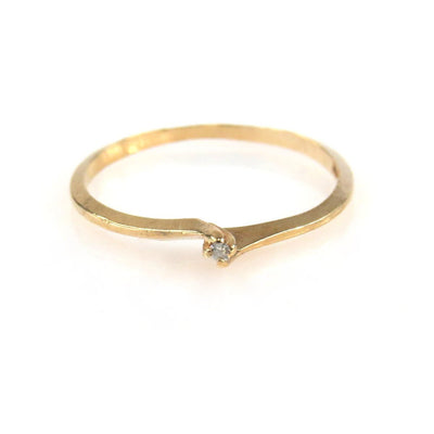 Stackable Minimalist Petite Diamond Solitaire Gold Ring Vintage, 1930s to 1980s