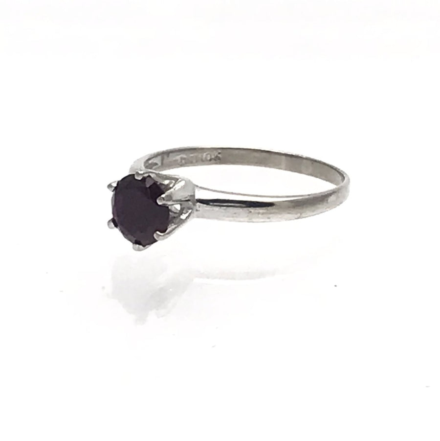 White gold garnet solitaire ring Vintage, 1930s to 1980s