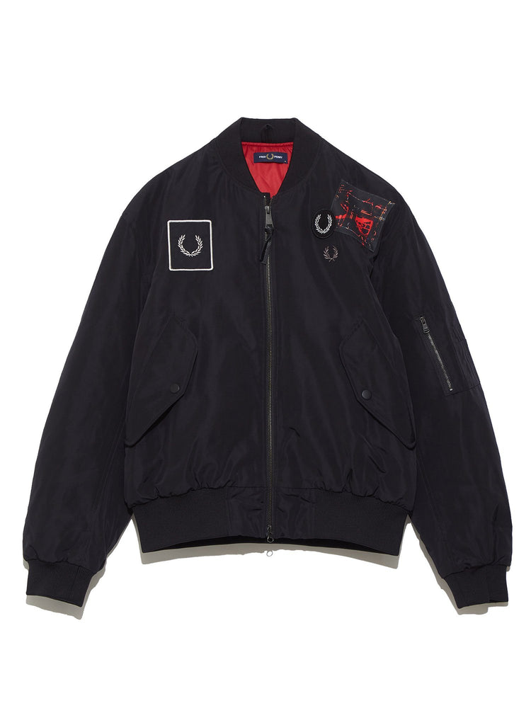 Бомбер GRAPHIC APPLIQUE BOMBER JACKET Верхняя одежда FRED PERRY