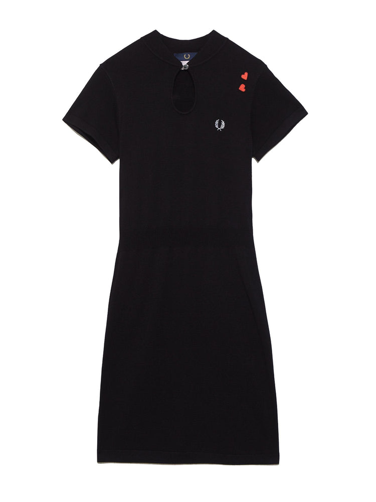 Платье KEYHOLE KNITTED DRESS Платья FRED PERRY