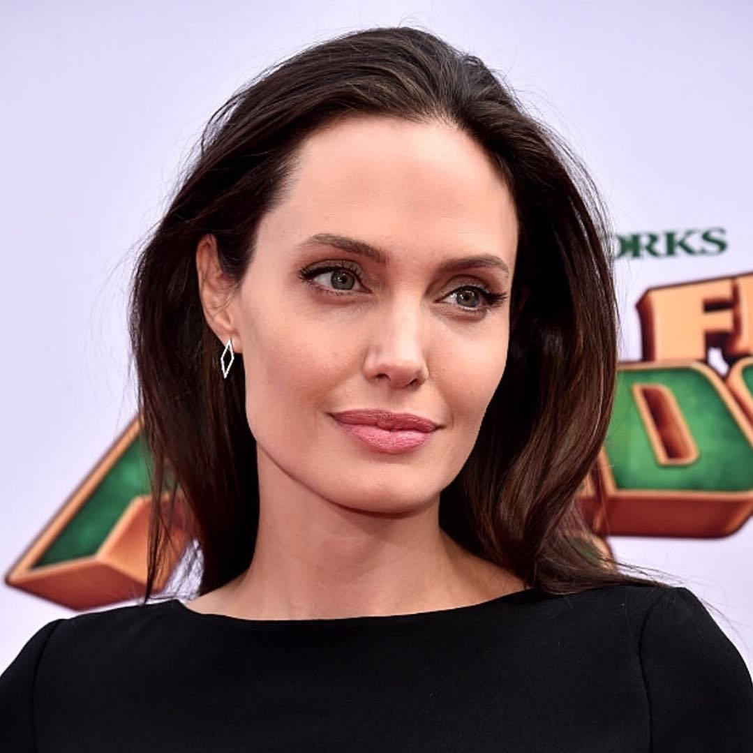Angelina Jolie shows up to the Kung Fu Panda 3 premier wearing EFC open diamond stud earrings