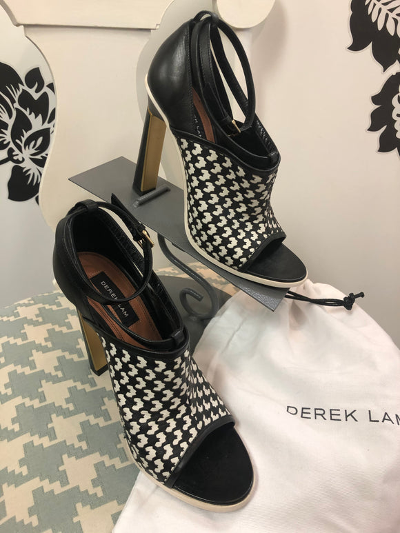 Derek Lam shoes in black and white Sz 7