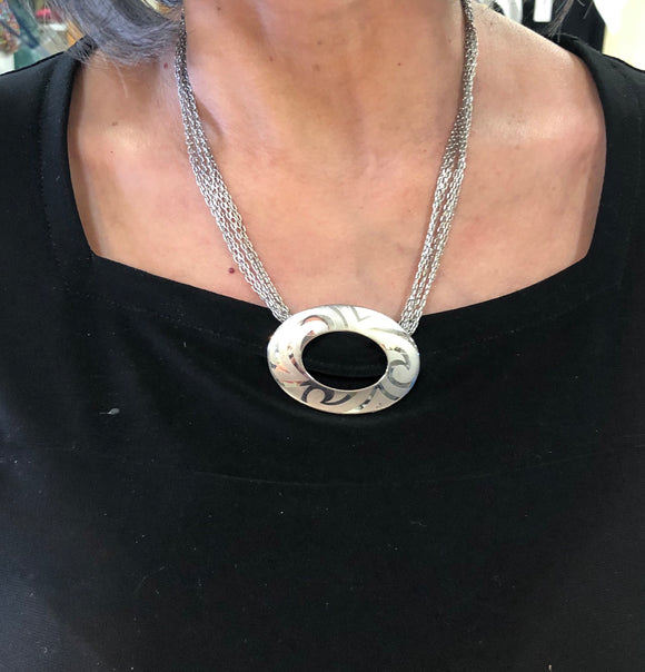 Fifth Avenue oval necklace