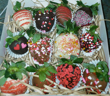 Load image into Gallery viewer, 💕 Valentine's Day Chocolate Covered Strawberries 🍓