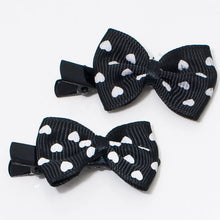 Load image into Gallery viewer, Black and White Bow Beak Clips - Pair