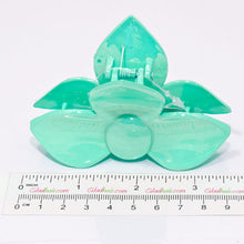Load image into Gallery viewer, Green Pastel Colored 3 Petal Flower Clamp